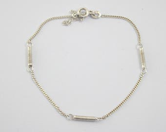 Silver bracelet decorative spiral bar and chain design with safety chain. 2.4 gr
