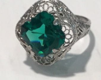Vintage Art Deco Sterling Silver Green Stone Filigree Ring