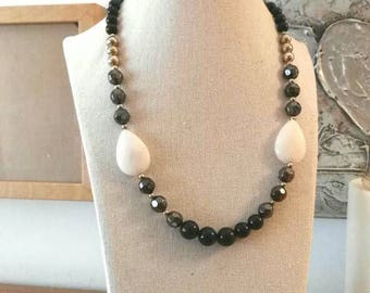 Golden Pearl Choker black grey