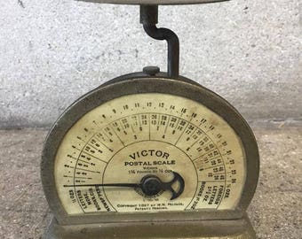 Vintage Small Victor Postal Scale (ANWQJD)