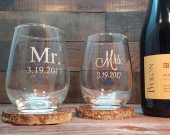 Mr. and Mrs. Stemless Wine Glasses  Custom Engraved / Personalized Wine Glass / Set of 2 Glasses / Wedding Gift / Choose Two Custom Fonts