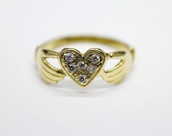 Marvellous 18 Carat Gold Two Hands Holding Heart Cubic Zirconia Ring 2.60 Grams.