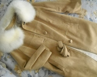 Buttery soft tan suede coat with huge Fox Fur collar, champagne taffeta lining, from Bullocks Del Amo (CA) size Small to Medium, awesome!!!