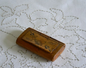 Beautiful Burr Wood Snuff Box from the 19th Century.