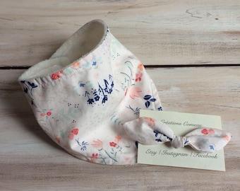 White organic bandana bib, flower bandana bib, baby bib, baby girl bib, baby shower gift, newborn headband, baby gift, girly baby bib