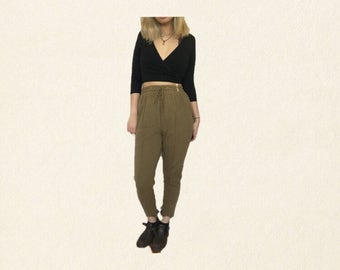 olive green tapered high waisted joggers // size medium womens