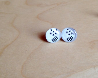 CLEARANCE! Nail and chip - stainless steel Studs - round glass 10 mm - heart earring - handpainted - hypoallergenic