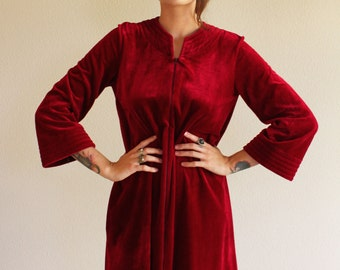 1970s lounge/hostess dress