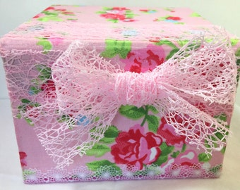 Pink and red, fancy, lace, because child/box/cardboard/romantic/flowers gift hand/recycled carton / gift idea / customizable