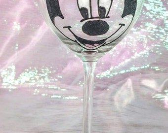 Beautifully Hand Decorated Glitter Glass - 'Minnie Mouse' Design