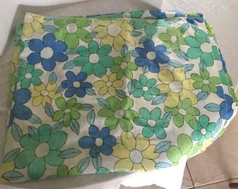 Vintage full size mod floral flat sheet, free shipping!