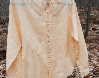 70's off-white 100% linen button down with dreamy lace peter pan collar. MED