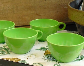 Vintage Green Cups, Old Melamine, Picnic Dish Set, Camping Dinnerware, Green Plastic Dishes, Mid Century Melmac, Summer Dishes, Old Melamine