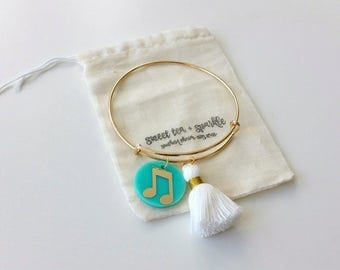 Music Note Charm and Tassel Bangle//Acrylic Charm Bangle//Adjustable Wire Bangle//Stackable Bangle//Music Note Charm//Music Lover Gift