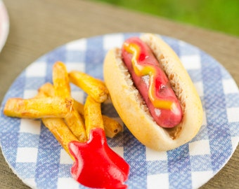 Hot Dog and Fries - 1:12 Dollhouse Miniature