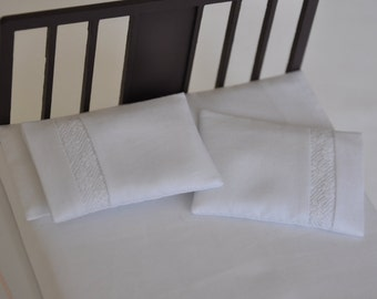 Pillow with lace insert