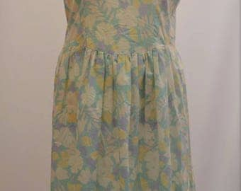 1950's\1960's floral summer dress with gathered skirt in lovely pastel tones
