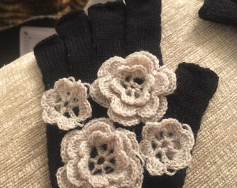Naked finger gloves with lace flowers decoration