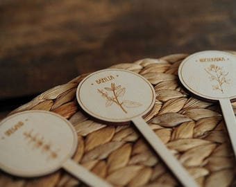 Wooden markers with herbs - perfect as a gift