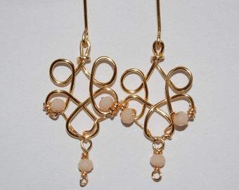 Pendientes largos oro y critales. Boho earrings gold and pink crystals. Long earrings. Pendientes chandelier. Chandelier earrings