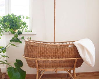 Rattan vintage bassinet '30