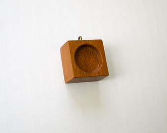 Charm pendant blank hardwood finished - Mahogany - 18 mm cavity - Brass Hook Eye