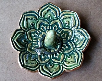 Ceramic Lotus Ring Holder Moss Green edged in gold