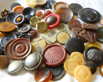 Lot of 8.7oz VINTAGE Mix Plastic & Celluloid BUTTONS  T2