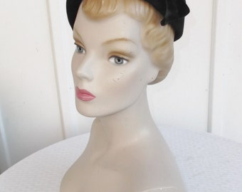 1950s Vintage Black Velour Side Tilt Hat with Yellow, Green and Purple Trim 22