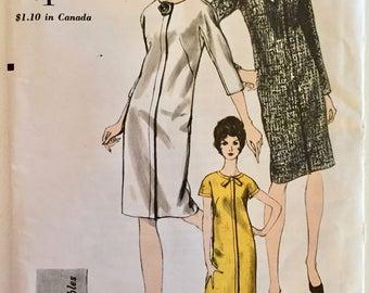 "Uncut vintage 60's VOGUE Young Fashionables 6652 sewing pattern shift dress 1960's mod size 10 bust 31"""