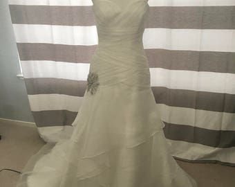 Pre Owned Aire Barcelona Wedding Dress