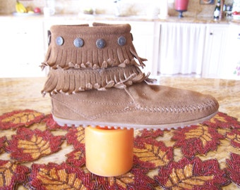 SALE, Minnetonka moccasin, Brown suede moccasin, Ankle Bootie, Fringe moccasin, size 6.5