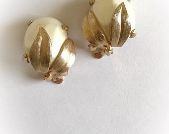 Vintage Faux Pearl Flower Bud Earrings Clip On Gold Tone Leaves