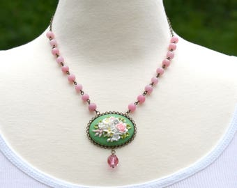 Flower Cameo, Pink Green Necklace, Gift for Her, Mother's Day Gift, Green Flower Cameo, Vintage Pink Glass Beaded Necklace, Garden Wedding