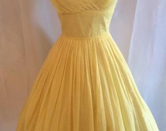 Adorable 1950s 1960s Yellow Cotton Beach Garden Party Prom Sundress