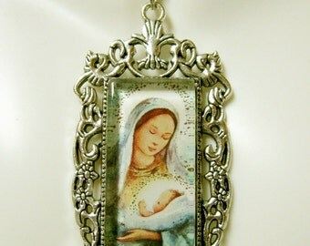 Madonna and child pendant with chain - AP12-301