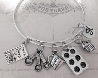 Baking Bracelet Baking Gift - Cupcake Pan - Cupcake Hand Stamped Initial - Cook Book - Bangle Bracelet, Gift for her Personalized