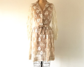Vintage 1960s Ivory Lace Dress Full Skirt Sheer Illusion Mesh Overlay Poet Sleeve Party Dress XS/S