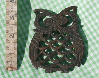 Cast Iron Owl Mini Trivet, Vintage Rusty and Rustic