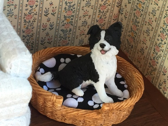 Border Collie, Miniature Sitting Dog Figurine, Black and White Collie, Dollhouse Miniature, 1:12 Scale Miniature Dog