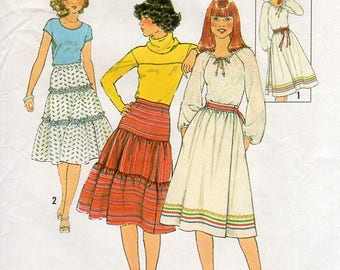 1970s Womens Tiered Skirt Pattern - Vintage Simplicity 8076 - Waist 28 Tiered or Faux Wrap Skirt