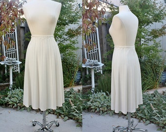 1970's Ivory White Pleated Skirt Sweden Size 8 Vintage Retro 70's  Euro 36 Wahls 100% PolyAcrylic Preppry Hipster