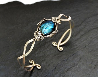 Labradorite Cuff Bracelet, Silver Cuff Bracelet, Labradorite Bracelet, Wire Wrap Bracelet, Silver Bangle, Delicate Bracelet, Boho Bangle