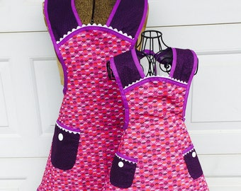Matching Apron Set Mother Daughter Retro Style Purple and Plum Spring Aprons