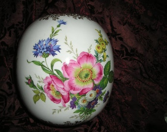 Vintage Royal Porzellan Bavaria KPM Germany Beautiful Lg.Flower/Roses Vase Hand crafted Home Art Vase.Mint.