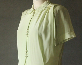 Vintage 40's Pale Lime Green Rayon Scalloped Peter Pan Collar Lucite Button Blouse by Diane Young, size 32