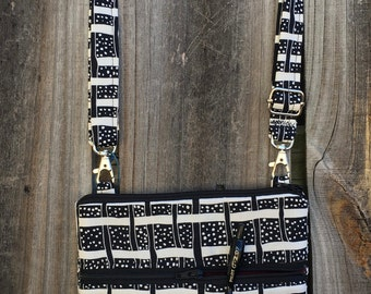 Small Cross Body Bag Purse, Sling Bag, Hip Bag Zipper Closure -  Black and white