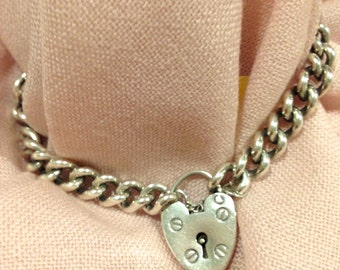 Further 5% Off Sale.  Antique 925 Sterling Silver Heart Padlock Charm Bracelet. 26g. Excellent Vintage condition.