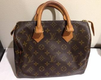 Blowout Sale. Vintage Louis Vuitton Speedy 25 Bag. Monogram and Leather. Closet Classic.