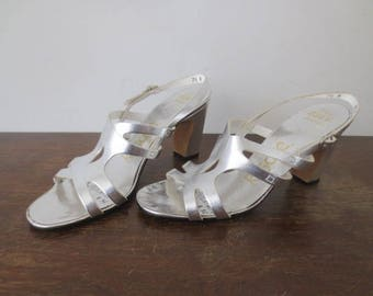 Vintage '60s Deadstock Risque 'The 8300 Series' Silver Lame Mod Cut-Out Heeled Sandals, US Women's Sz 7.5 N